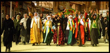 kurdish women protest